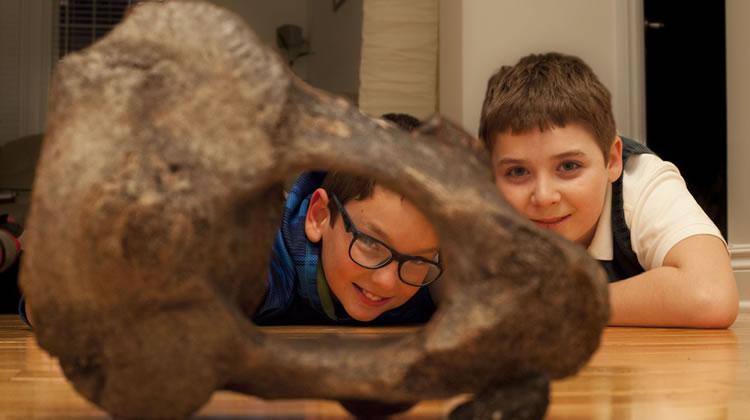 kids with mastodon bone