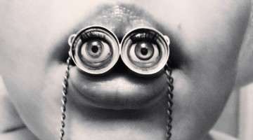 Eye necklace in mouth