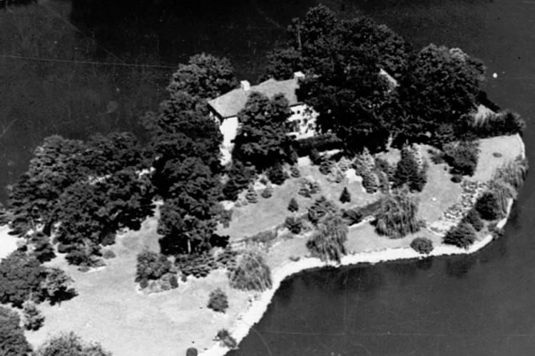 1934 - Home in BION island