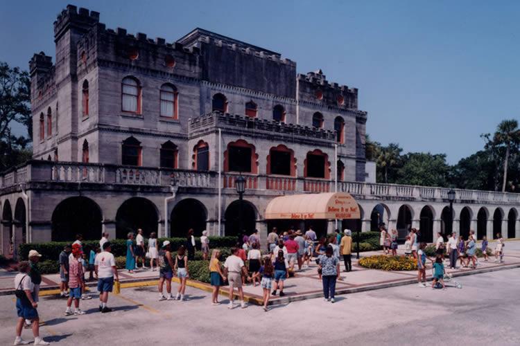1950 - 1st permanent Odditorium