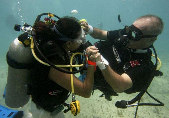 Underwater-Wedding2