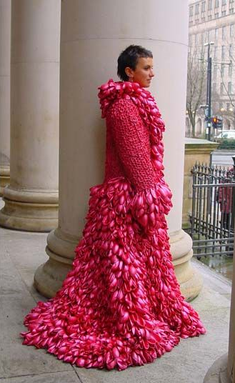 Dress made from 10,000 fuschia pink balloons
