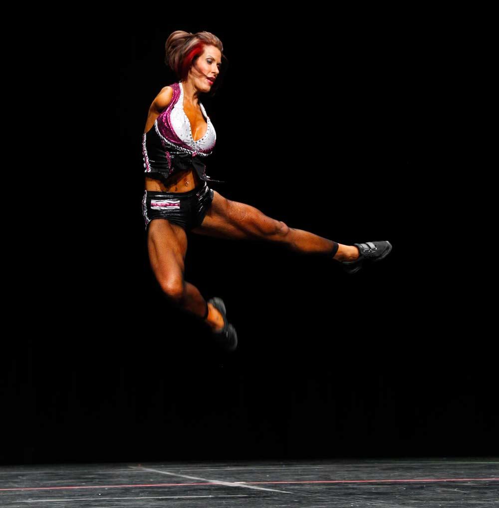 BarbieThomas-JumpingDancing-Ripleys-Online