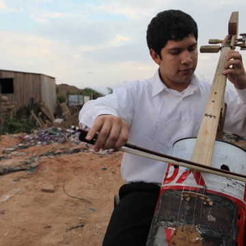 land-phillharmonic-cello