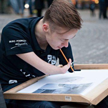 Armless Artist Mariusz Kedzierski