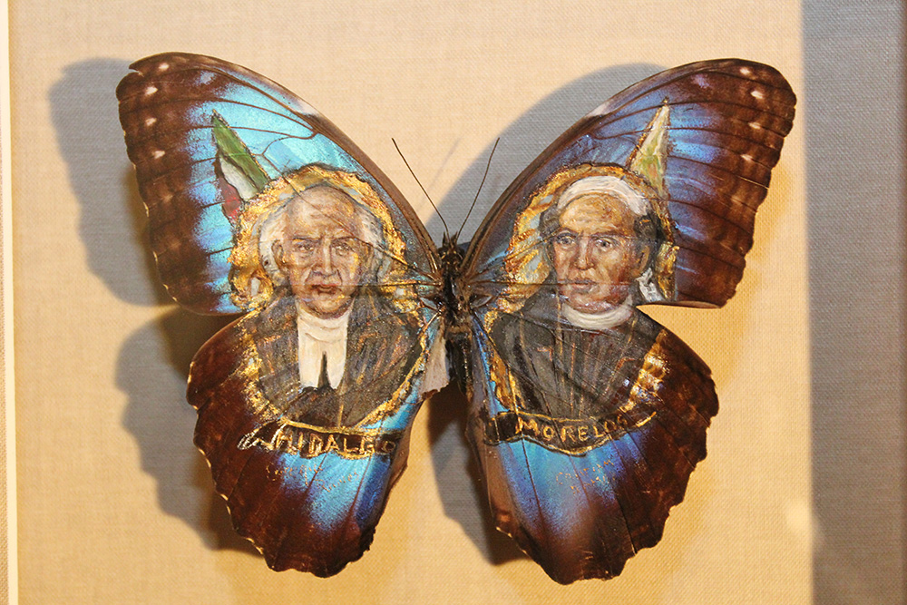 ===En Alas de mariposa=== Revolutionary-priests