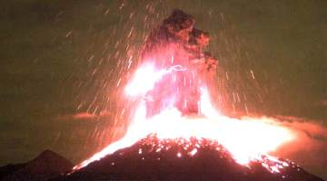 Colima Volcano Violently Erupts with Lightning
