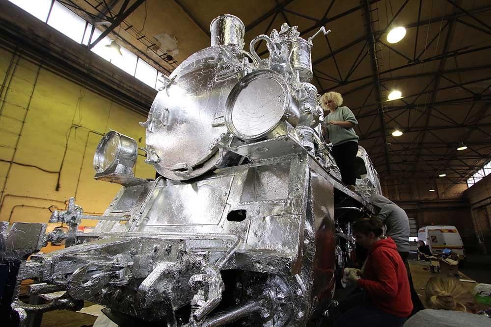 foil-train-3