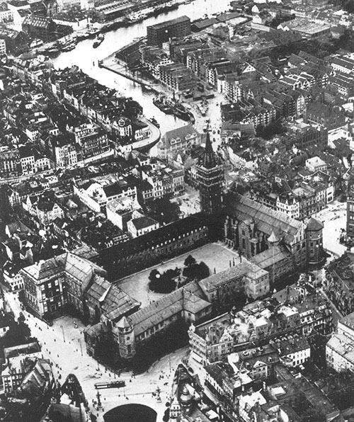 Königsberg before the bombing.