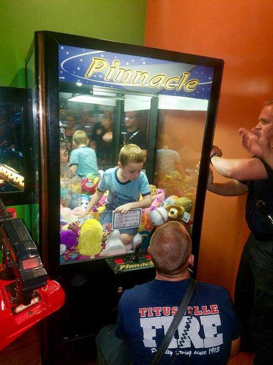 kid in claw machine