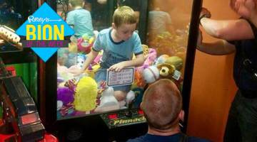 Kids Gets Stuck in a Claw Machine