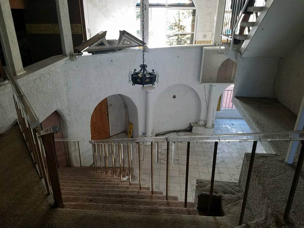 liberace staircase