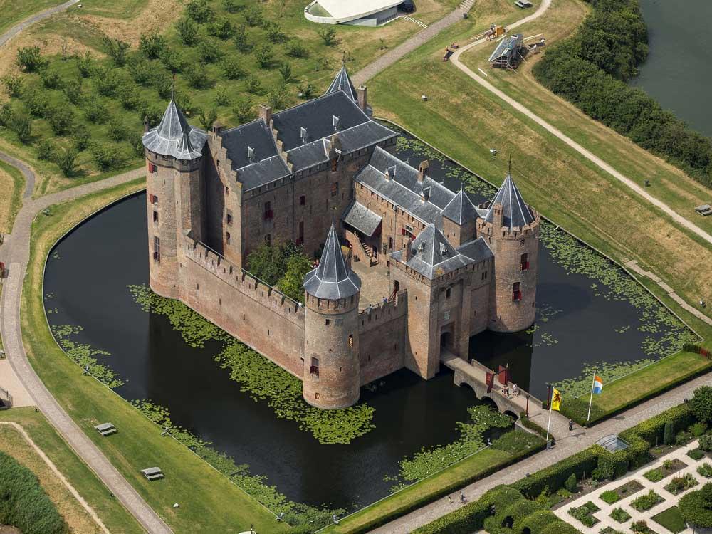 muiderslot castle moat