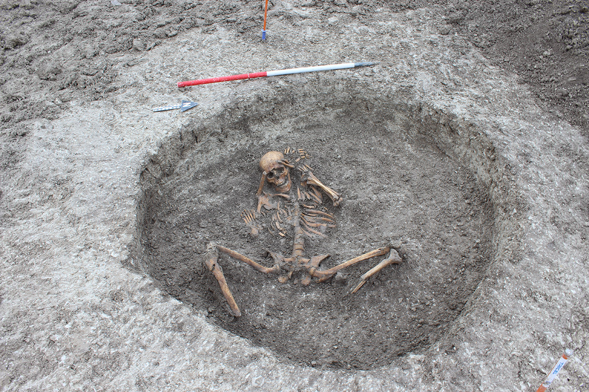 skeleton ritual burials