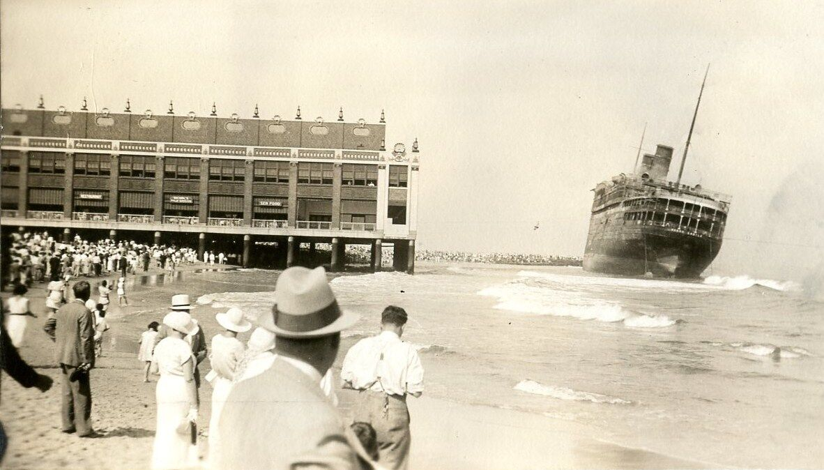 morro castle crowds