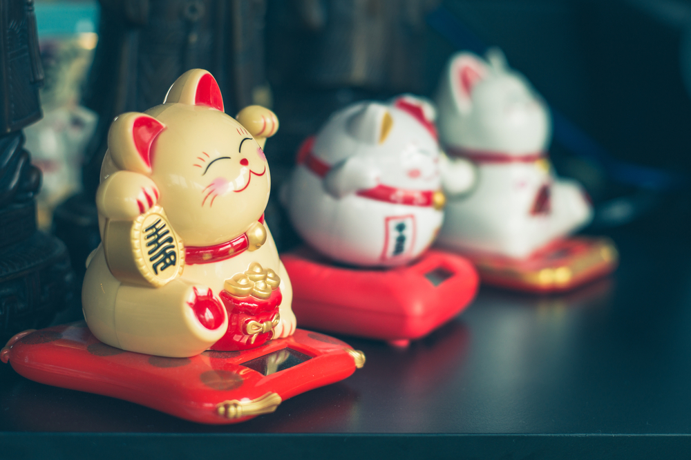 maneki neko lucky cat figures