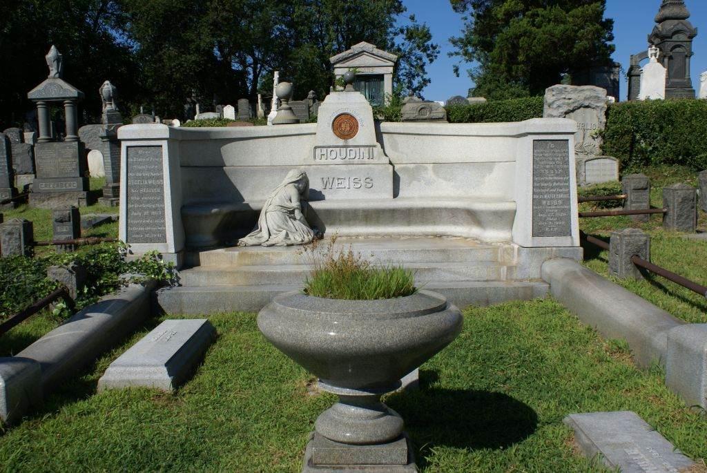 Harry Houdini gravesite