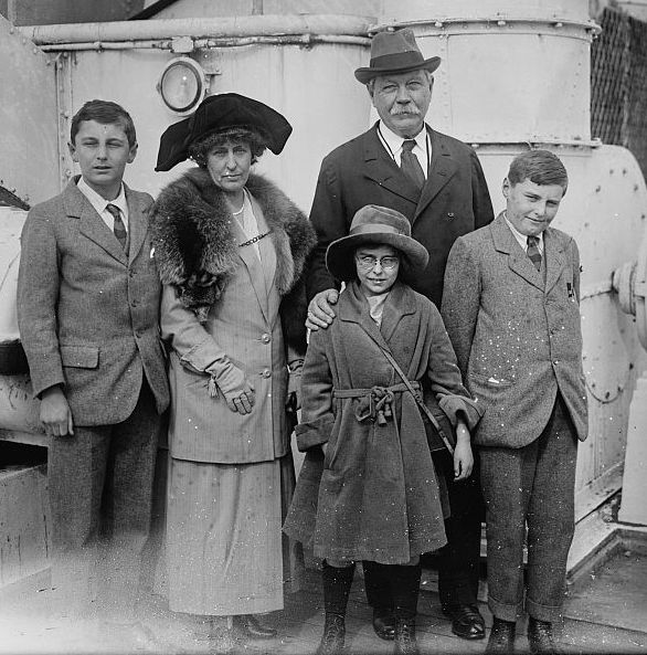 Sir_ASir A. Conan Doyle and family