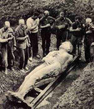 cardiff giant unearthed